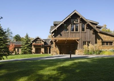 rustic-traditional-house-design-in-ontario-exterior-2-554x369
